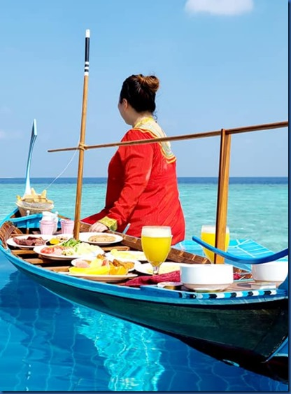 Brennia Kottefaru - pool breakfast 2