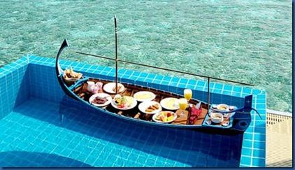 Brennia Kottefaru - pool breakfast