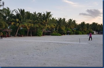 Cinnamon Hakuraa Huraa - beach cricket