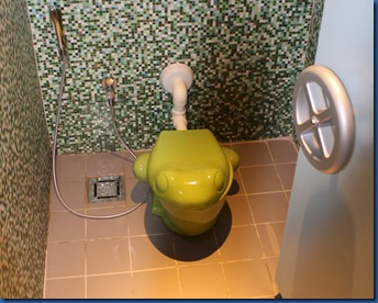 Joali - frog toilet