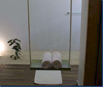 Cocoon - bathroom swing