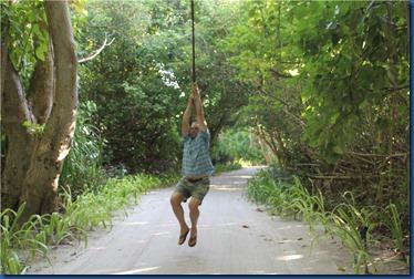 Shangri-La Villingili - tarzan swing